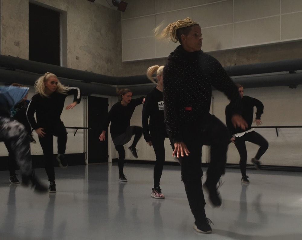 Toniah underviser Danseuddannelsen
